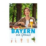 Frau im Biergarten bei einer Brotzeit.